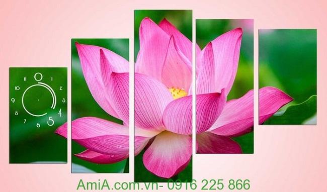 Tranh hoa sen dep treo trang tri phong khach