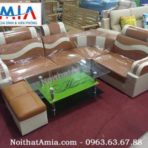 Ảnh chụp thực tế mẫu bàn trà sofa kính xanh cốm đẹp ở tại kho nội thất AmiA