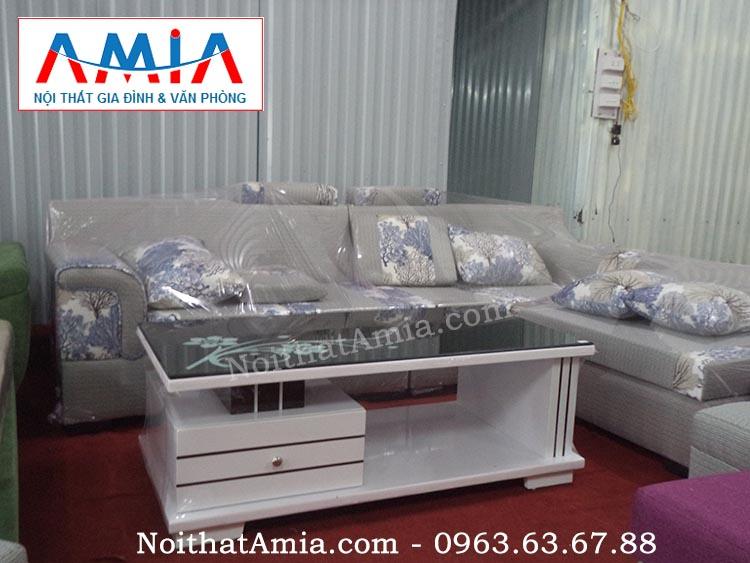 Hình ảnh cho mẫu bàn trà gỗ màu trắng mặt kính đen kết hợp sofa nỉ đẹp