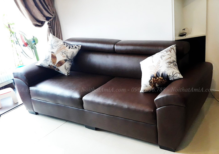 Hình ảnh Ghế sofa văng 2 chỗ chất liệu da đẹp chụp tại nhà khách hàng