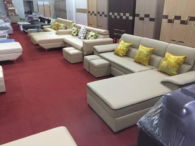 Hình ảnh mẫu sofa phòng khách nhỏ đang được bán và trưng bày tại showroom Nội thất AmiA