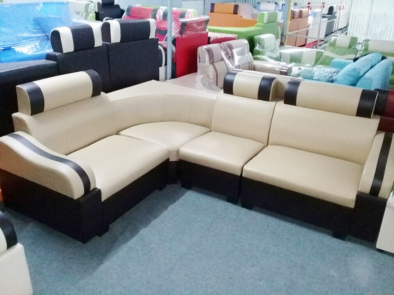 Hình ảnh cho mẫu sofa da góc giá rẻ màu trắng sọc đen đẹp hiện đại cho không gian phòng khác gia đình