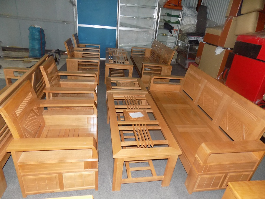 Hình ảnh cho ghế sofa gỗ đẹp giá rẻ đang được bán và trưng bày tại Nội thất AmiA