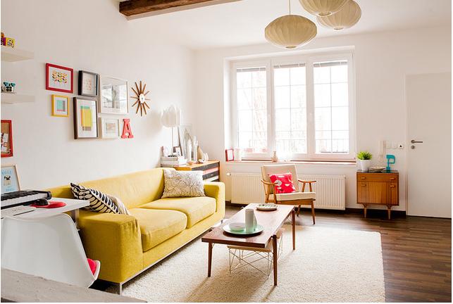 Hình ảnh cho mẫu ghế sofa văng đẹp 2 chỗ được bài trí gần cửa sổ căn phòng
