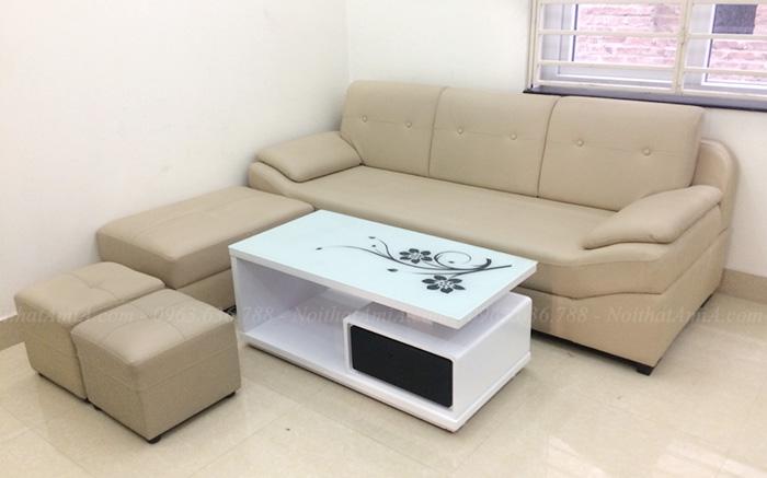 Hình ảnh Mẫu ghế sofa văng đẹp bài trí cùng mẫu bàn trà kính đẹp trong phòng khách gia đình