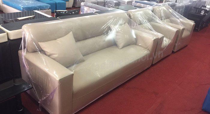 Hình ảnh cho ghế sofa văng da cao cấp được trưng bày tại Tổng kho nội thất AmiA