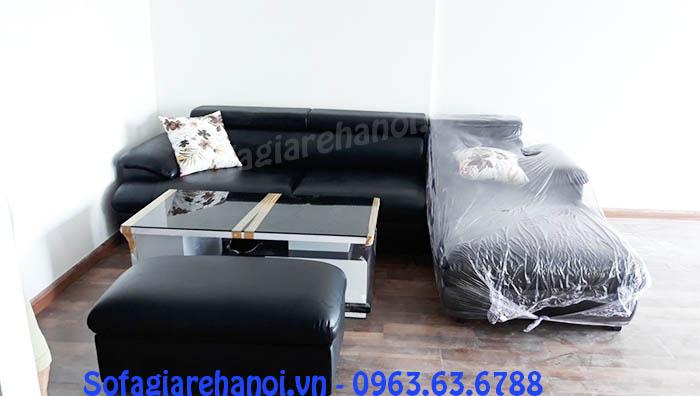 Hình ảnh cho ghế sofa da góc chữ L màu đen được bài trí trong phòng khách đẹp