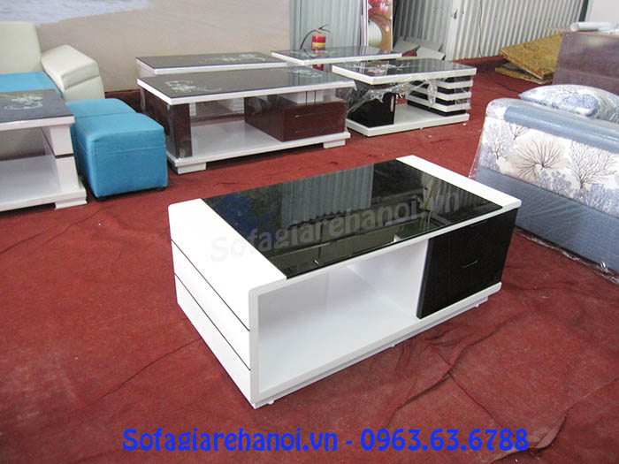 Hình ảnh mẫu bàn trà gỗ kính cường lực đang được bán và trưng bày tại Tổng kho Nội thất AmiA