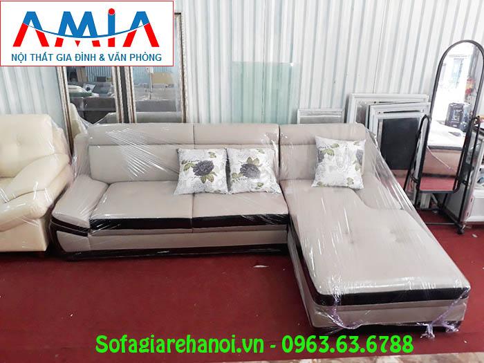 Hình ảnh bộ sofa da góc chữ L màu trắng sữa pha nâu đen đẹp hiện đại, sang trọng và đẳng cấp