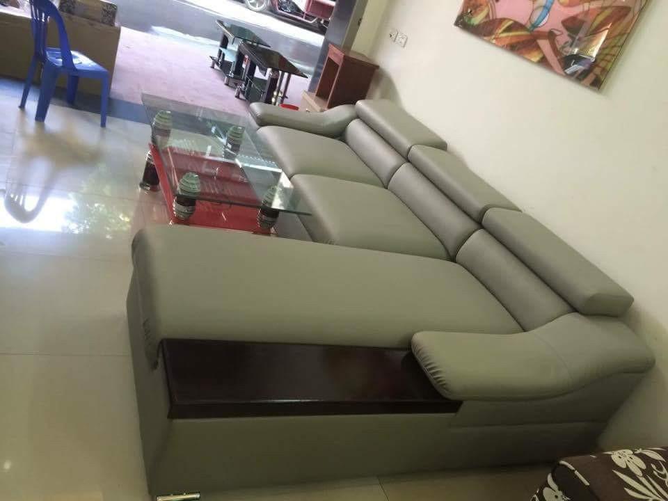 Hình ảnh mẫu ghế sofa da góc chữ L tay gỗ Sồi AmiA SFD098 khi được bài trí tại nhà khách hàng