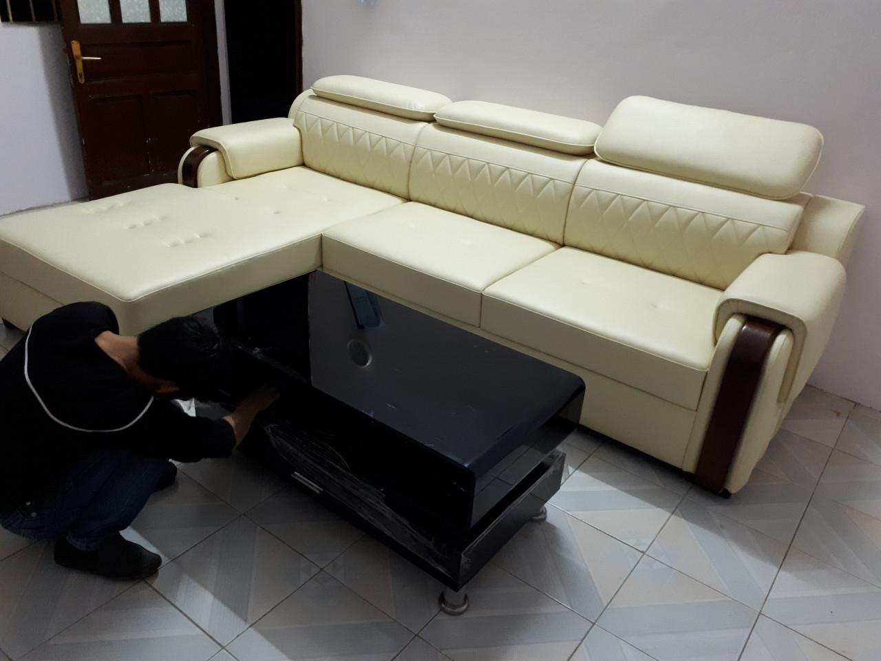 Hình ảnh Mẫu ghế sofa da đẹp AmiA được chụp tại phòng khách nhà khách hàng