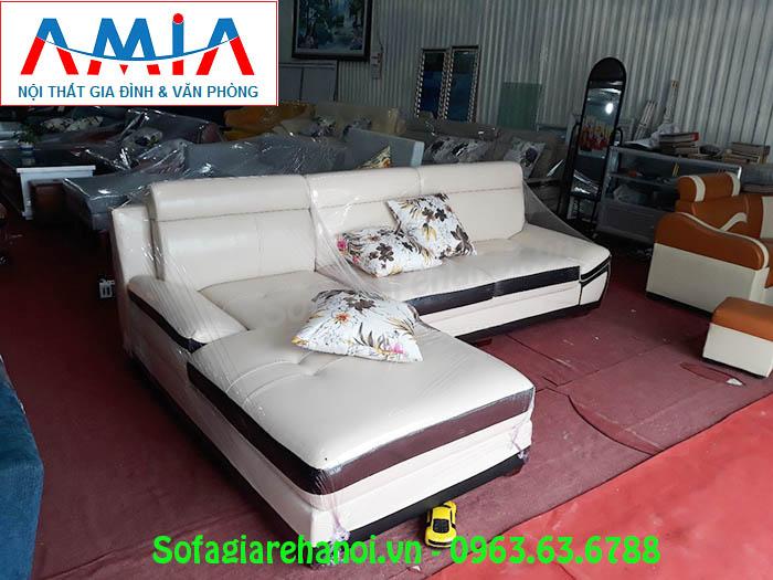 Hình ảnh ghế sofa da góc chữ L đẹp hiện đại với gam màu trắng sữa pha nâu đen ấn tượng