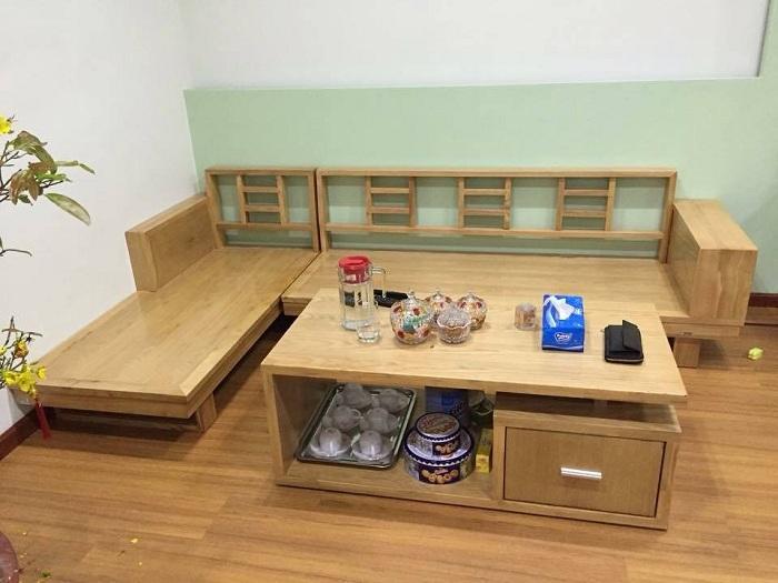 Hình ảnh bộ ghế sofa gỗ chữ L khi được bài trí trong không gian căn phòng khách gia đình Việt