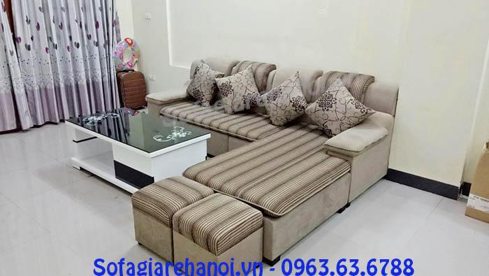 Hình ảnh cho bộ ghế sofa nỉ góc chữ L AmiA SFN126 được bài trí trong không gian căn phòng khách gia đình hiện đại