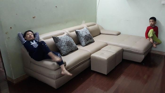 Hình ảnh bộ bàn ghế phòng khách nhỏ đẹp hiện đại với gam màu nhã nhặn