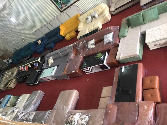 Hình ảnh các mẫu sofa chữ L đang được bán và trưng bày tại Tổng kho Nội thất AmiA
