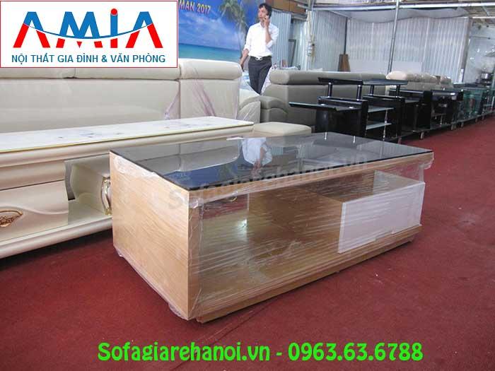 Hình ảnh mẫu bàn trà gỗ kính đẹp cho không gian phòng khách gia đình Việt