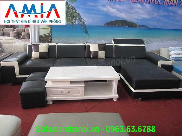 Hình ảnh mẫu bàn trà sofa kính màu trắng đẹp hiện đại khi kết hợp cùng bộ ghế sofa phòng khách màu đen