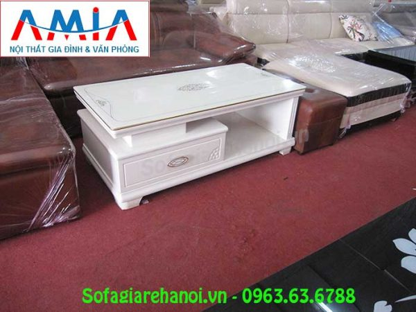 Hình ảnh mẫu bàn trà gỗ kính đẹp đang được bán và trưng bày tại Tổng kho Nội thất AmiA
