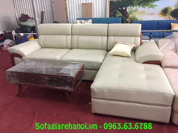 Hình ảnh mẫu ghế sofa da góc chữ L với thiết kế rút khuy và ốp gỗ hiện đại