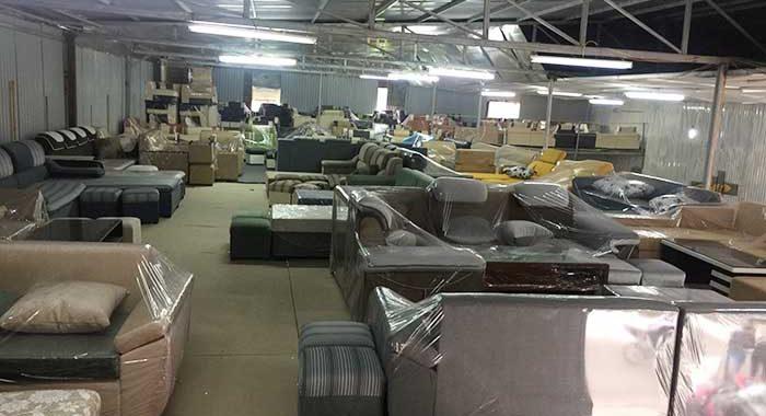 Hình ảnh các mẫu sofa góc phòng khách giá rẻ đang được trưng bày
