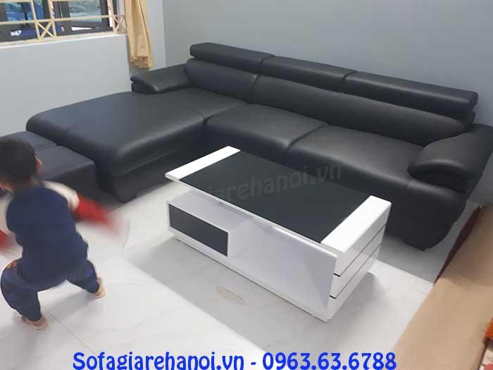 Hình ảnh bộ sofa da góc chữ L màu đen kết hợp bàn trà kính đẹp đen trắng