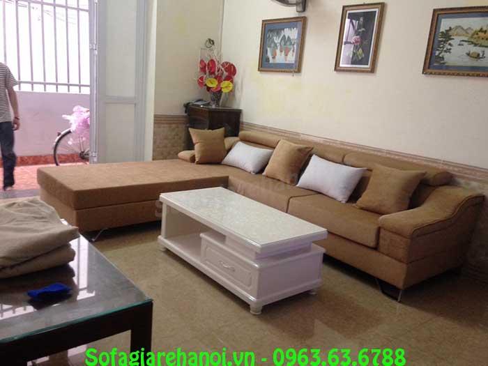 Hình ảnh mẫu sofa nỉ chữ L đẹp phối hợp cùng mẫu bàn trà sofa màu trắng
