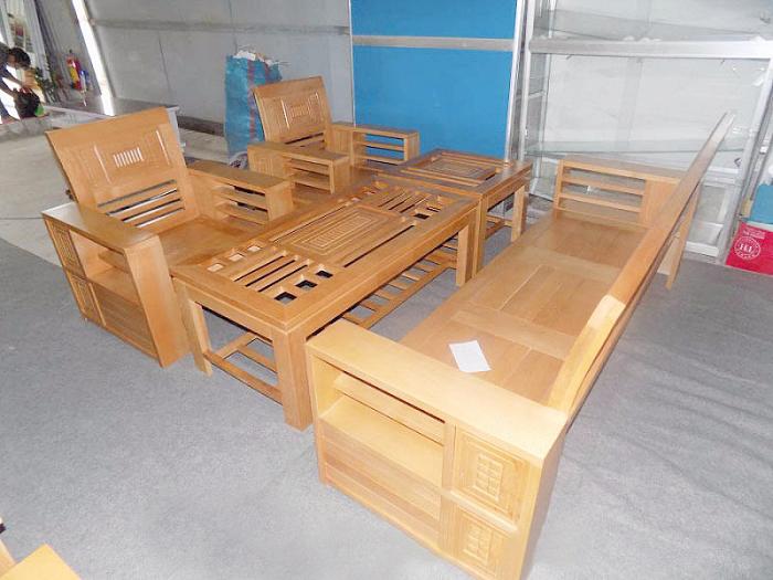 Hình ảnh bộ bàn ghế gỗ phòng khách giá bình dân cho căn phòng khách gia đình