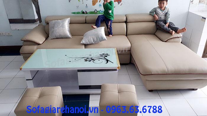 Hình ảnh mẫu ghế sofa góc chữ L đẹp độc đáo kết hợp bàn trà kính họa tiết