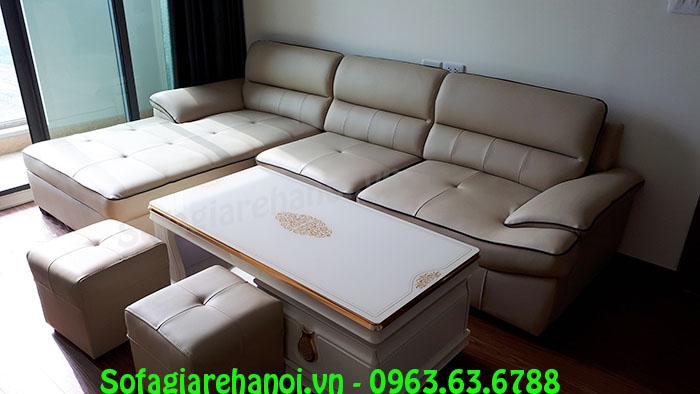 Hình ảnh ghế sofa chữ L kết hợp bàn trà bài trí trong phòng khách nhà chung cư