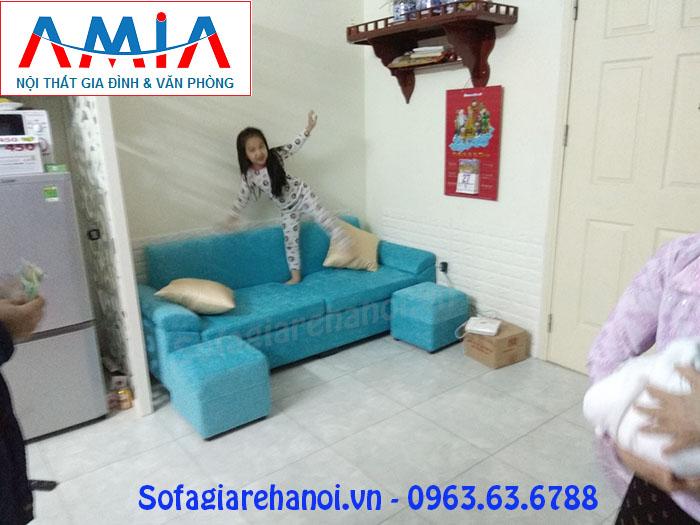Hình ảnh ghế sofa văng chung cư thiết kế 2 chỗ với gam màu độc đáo