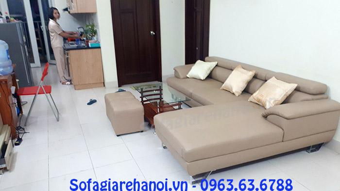 Hình ảnh ghế sofa da nhà chung cư bài trí giữa không gian căn phòng