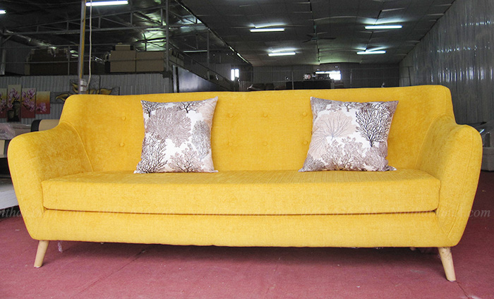 Hình ảnh Mẫu ghế sofa nỉ văng đẹp màu vàng độc đáo chụp tại Tổng kho AmiA