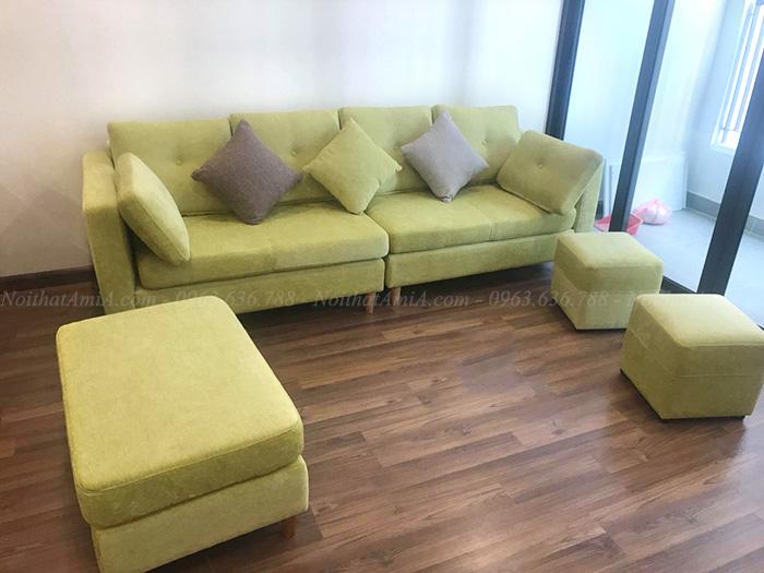 Hình ảnh Ghế sofa văng đẹp màu xanh nõn chuối chụp thực tế tại phòng khách nhà khách hàng