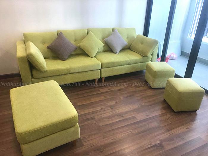 Hình ảnh Mẫu ghế sofa văng đẹp xanh cốm độc đáo và mới lạ chụp tại phòng khách nhà khách hàng