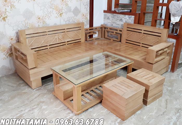 Mẫu ghế sofa gỗ đẹp bài trí trong phòng khách gia đình Việt