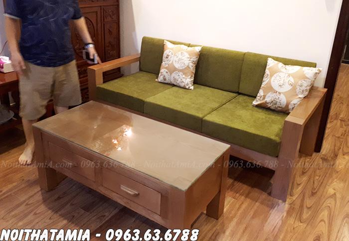 Hình ảnh Sofa văng gỗ đẹp hiện đại kết hợp bàn trà gỗ kính