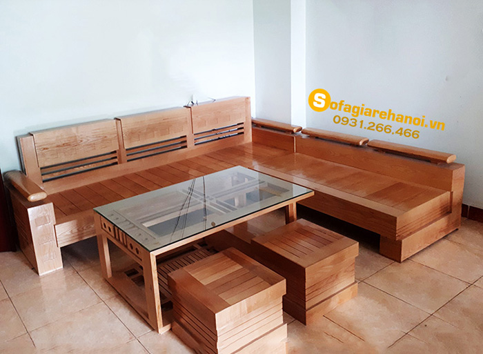 Hình ảnh Ghế sofa gỗ đẹp giá rẻ kết hợp cùng bàn trà bài trí trong phòng khách gia đình