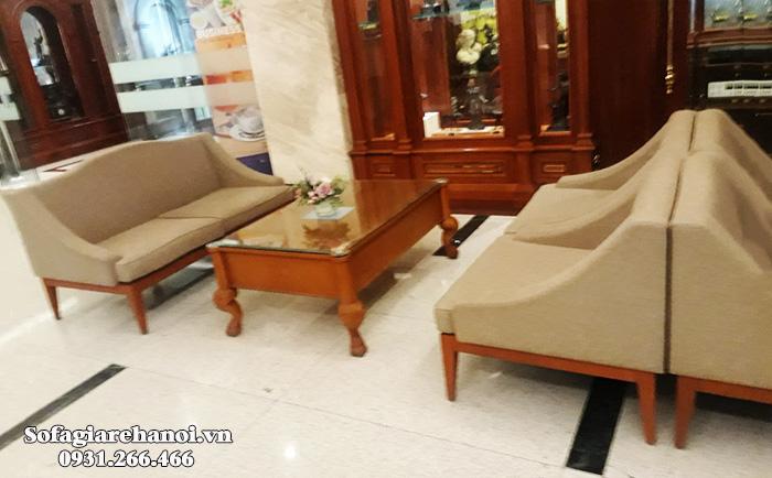 Hình ảnh Mẫu ghế sofa văng gỗ đệm nỉ cho sảnh nhà hàng, khách sạn