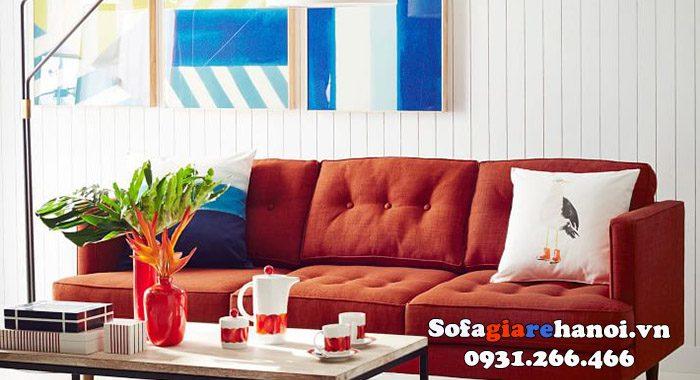 Hình ảnh sofa màu đỏ cam tạo điểm nhấn cho toàn bộ không gian căn phòng