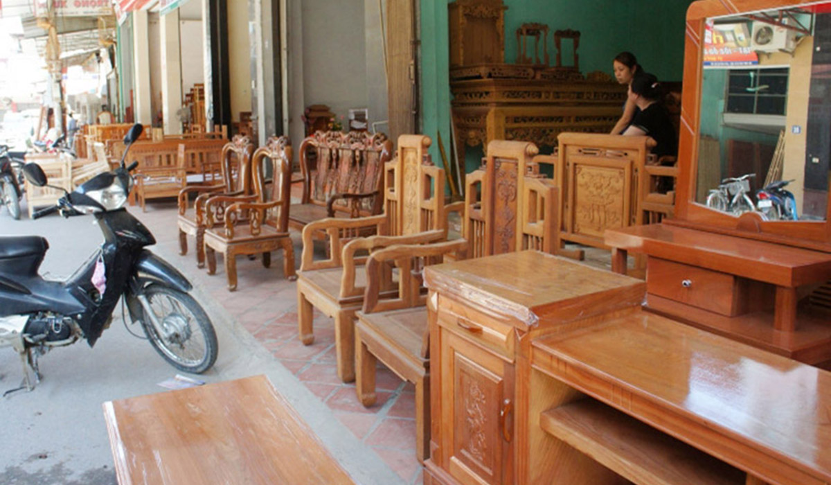 Cửa hàng bán sofa gỗ ở khu vực Thất Thất
