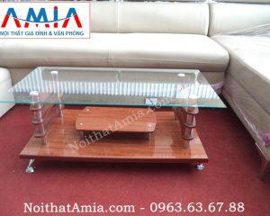 Hình ảnh cho mẫu bàn trà mặt kính hai tầng vân gỗ chụp thực tế tại kho AmiA